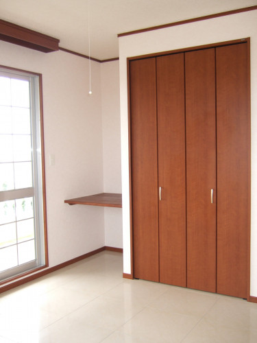 2009_0416another bed room 2049.JPG