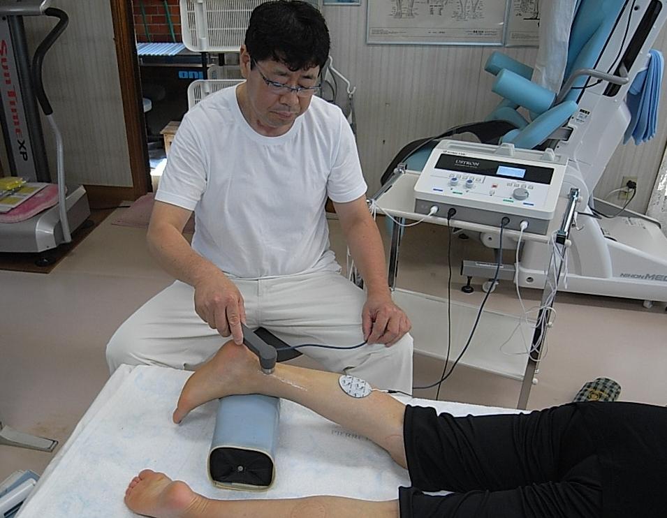 怪我の早期回復する為の施術を施行中