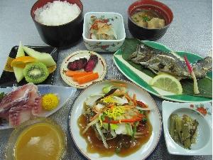 名物! 鯉(コイ)定食 イケスからとれたての鯉・ニジマスは新鮮!!