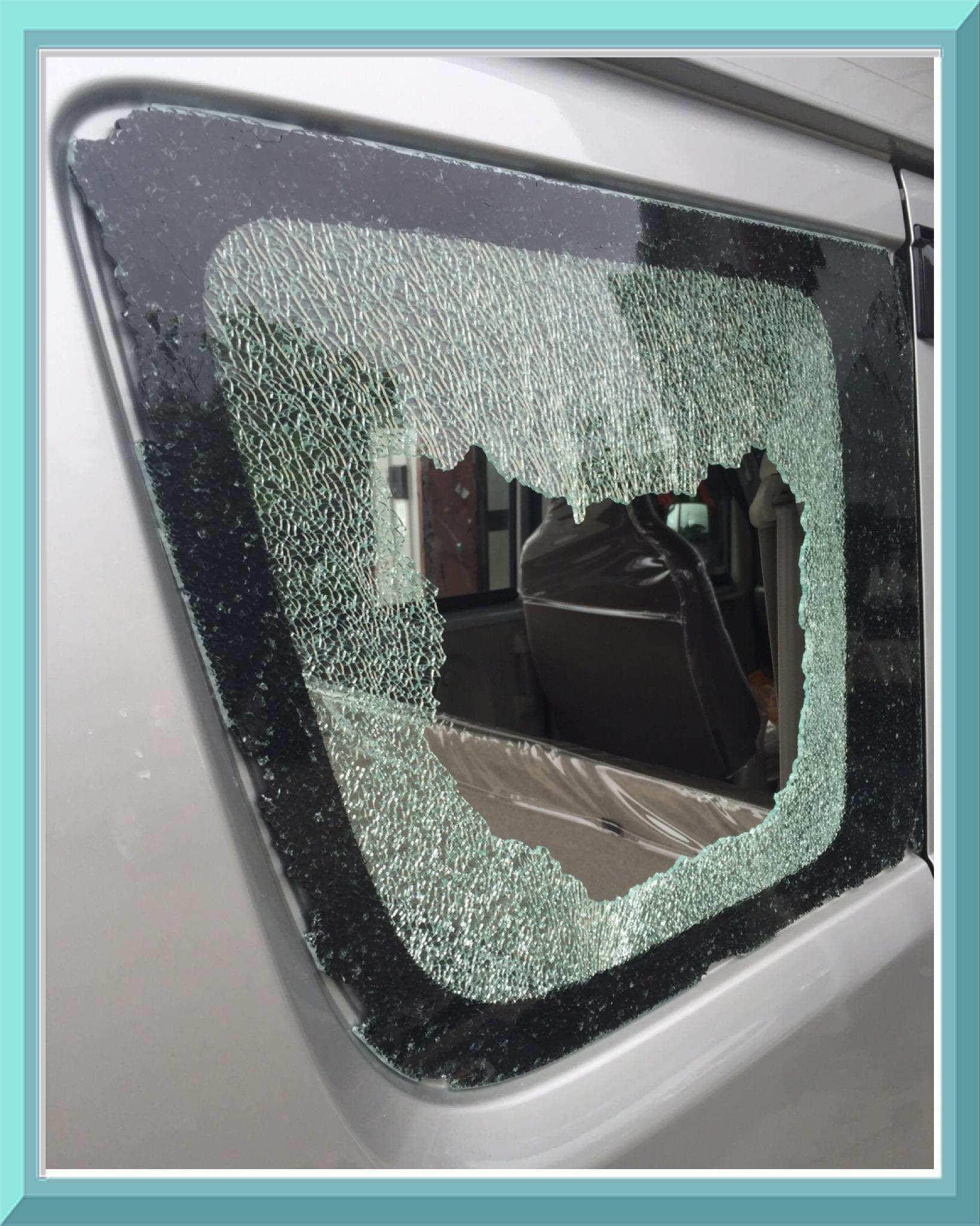車の三分の一はガラスです 万が一にガラスが割れてしまったら 茨城 神栖で45年のガラス専門店 鹿島自動車ガラスへご連絡ください