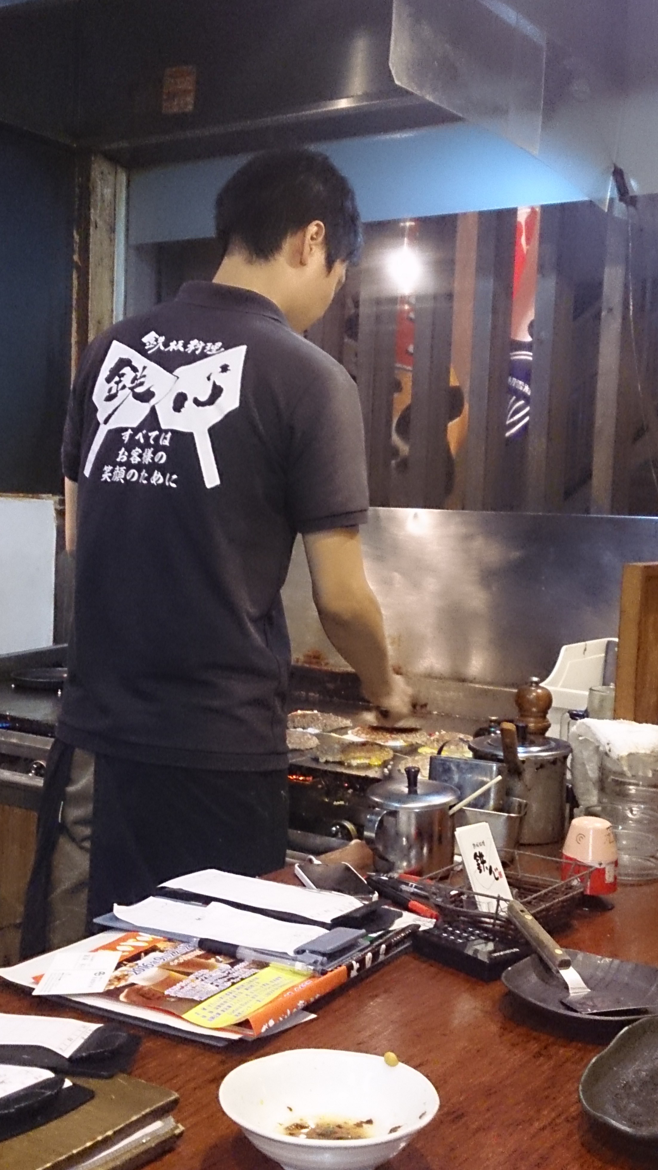 店長さんがとんぺい焼きを作ってるところ