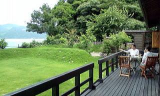 別荘の一例です、芝生も海も綺麗でしょ?ヾ(≧∇≦)〃