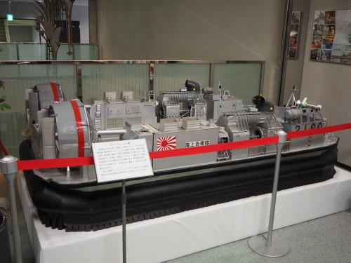 迫力あるLCACの大型模型