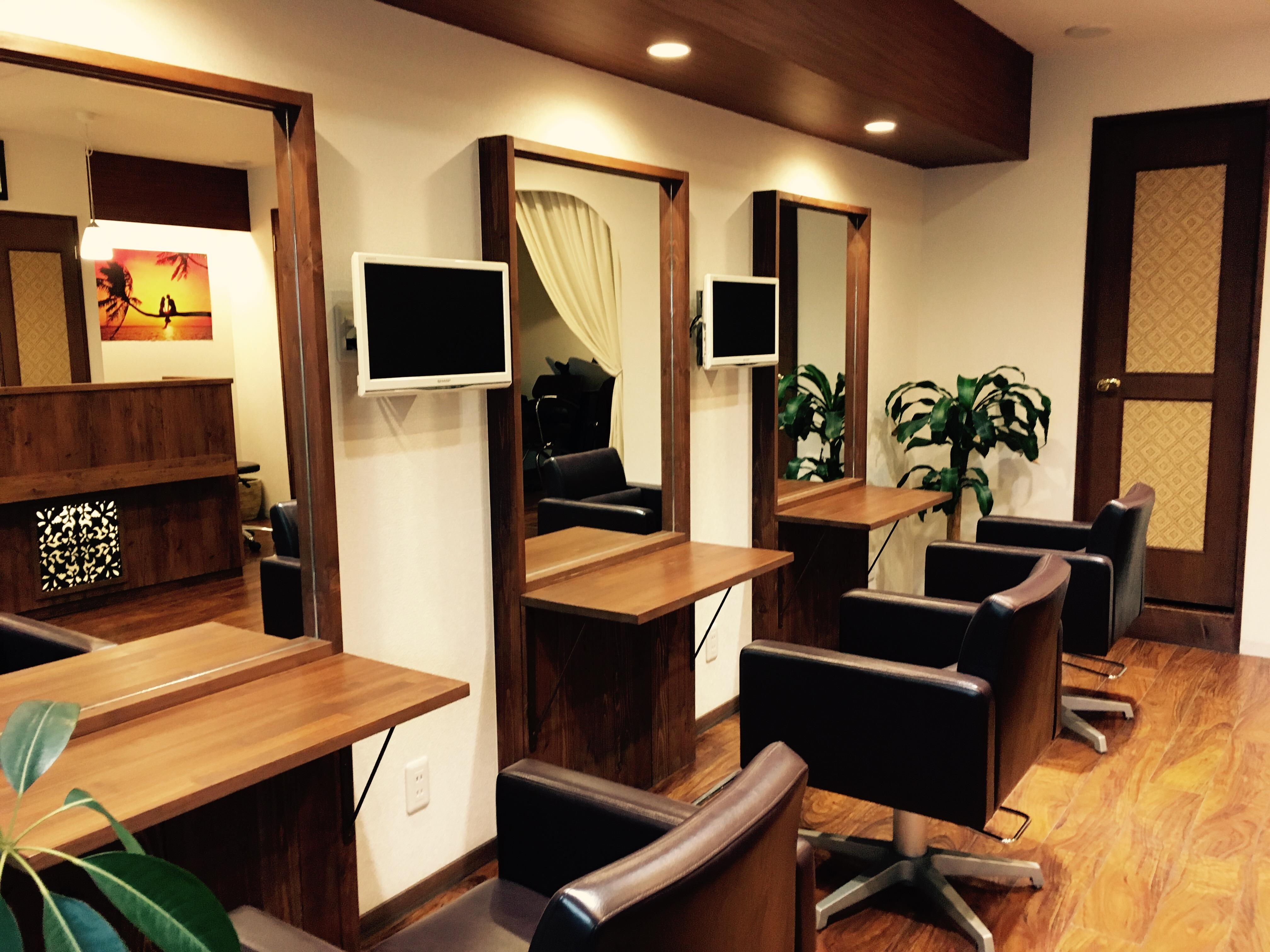 丁寧な施術と接客で安心してくつろげる落ち着いた雰囲気の大人の美容院。