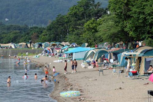 湖畔キャンプ.JPG
