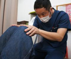 堺市東区のクシロ鍼灸整骨院での猫背・姿勢矯正施術風景をご紹介