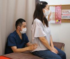 堺市東区のクシロ鍼灸整骨院での腰痛・坐骨神経痛施術風景をご紹介