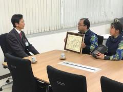 市長へ受賞報告.jpg