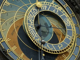 astronomical-clock-226897_640-e1398645927898.jpg