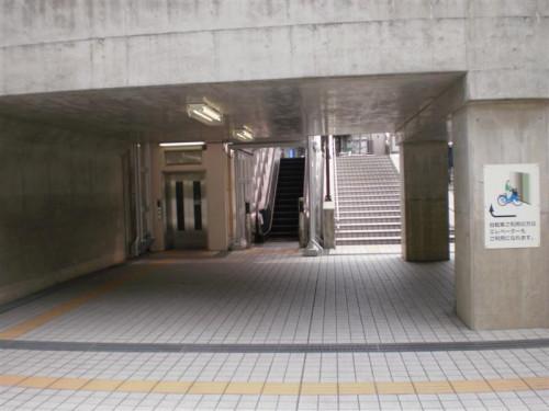 道順07_エスカレーターを上る (Medium).JPG