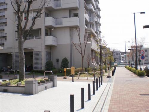 道順12_右折後2つめの信号手前の建物 (Medium).JPG