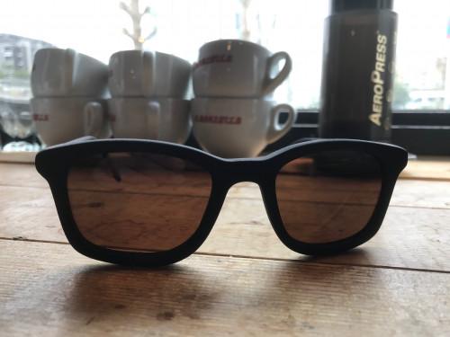 コーヒーカスでサングラス