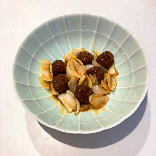 石井食品黒酢の肉団子レシピ『黒酢肉団子と玉ねぎの炒め物』a.jpg