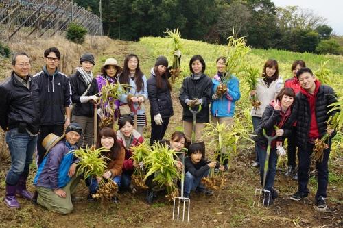 2015生姜掘り集合写真2.jpg