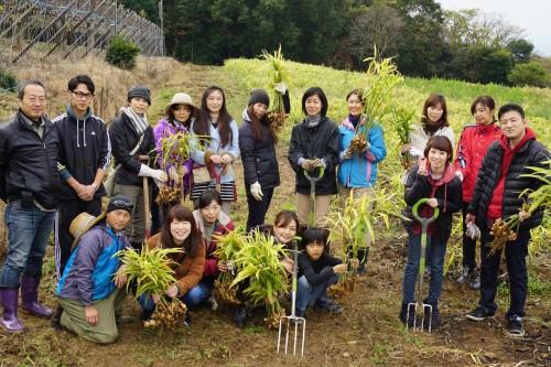 2015生姜掘り集合写真1.jpg