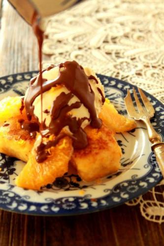 オレンジ風味のパンペルデュ、アイスクリームと温かいショコラがけ.jpg