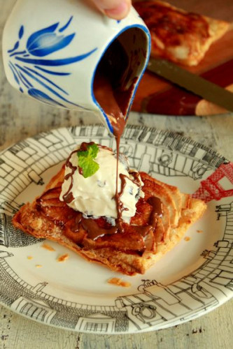 薄焼きアップルパイとアイスクリーム、温かいショコラがけ.jpg