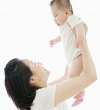 赤ちゃん抱き上げ.jpg