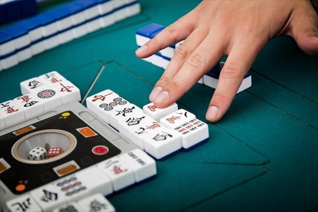 岐阜市で麻雀を楽しむならルールのわからない初心者も楽しめる「リーチ麻雀ツモるんです。」