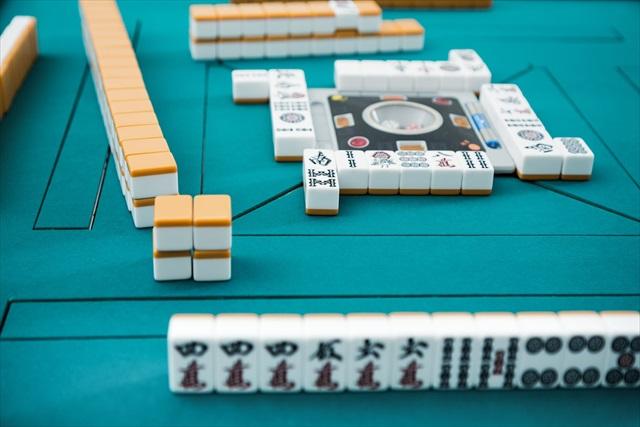岐阜市で麻雀をしたい方は「リーチ麻雀ツモるんです。」へ~自動の麻雀卓でラクにプレイ!~