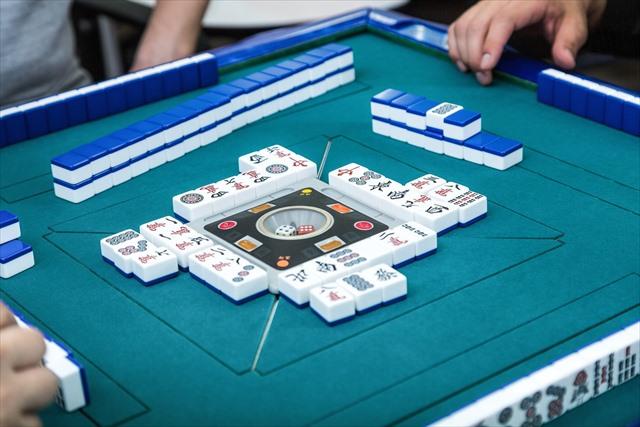 岐阜市で麻雀をするならフリー麻雀・セット麻雀(貸卓)が楽しめる「リーチ麻雀ツモるんです。」