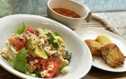 ●アボカドとトマトのもち麦サラダ.jpg