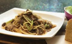 ●お醤油と胡麻が香る牛すじ肉と長葱のスパゲティ.jpg