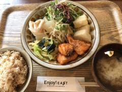エンジョイ・イースト 食事2.jpg