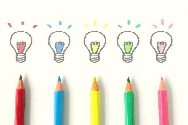 色鉛筆で描かれた豆電球