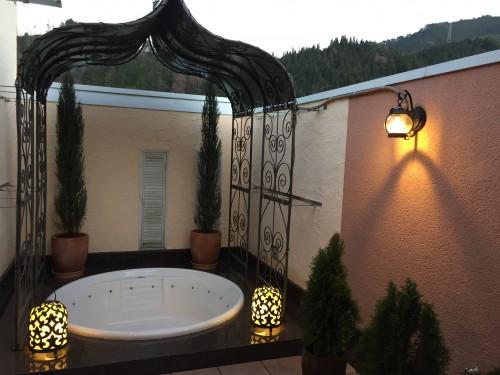 ホテル シャトーのおしゃれな露天風呂付き客室 8号室 露天風呂