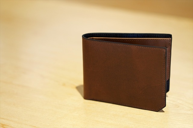 メンズの厚革レザーウォレットを安い(激安)価格でお探しなら「Eredità」へ!お手頃な価格でワンランク上の商品をあなたに
