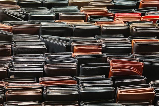 本格長財布でイタリアのブランドのようなかっこいいアイテムをお探しなら「Eredità」