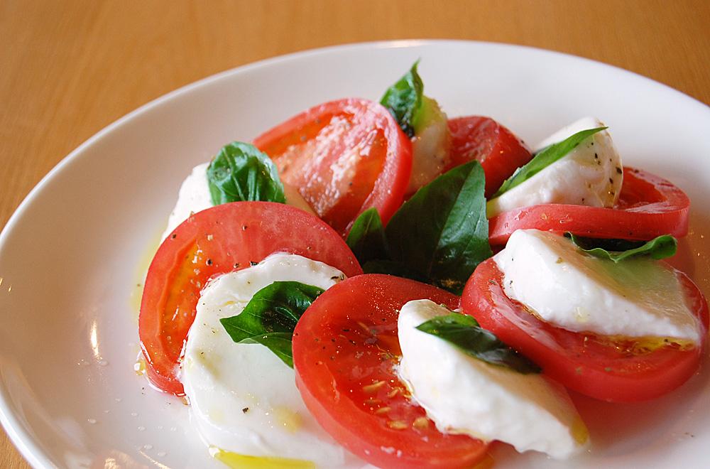 トマトとサラダに