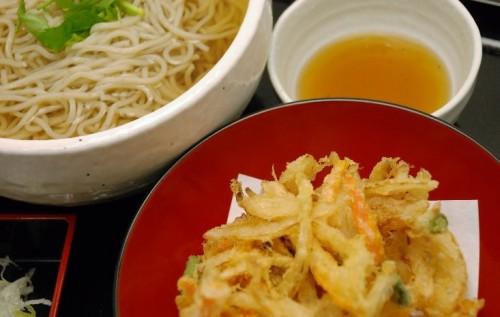 瀬谷で天ぷらが食べたい!子供も大人も笑顔になれる豊富なメニューが自慢の【十割そば古賀】へ