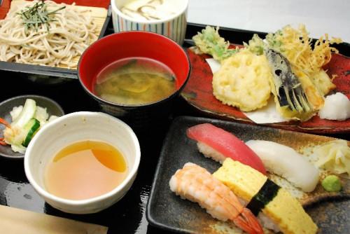 瀬谷で寿司とそばを食べるなら【十割そば古賀】へ!~「うまい」と唸る満足の味~