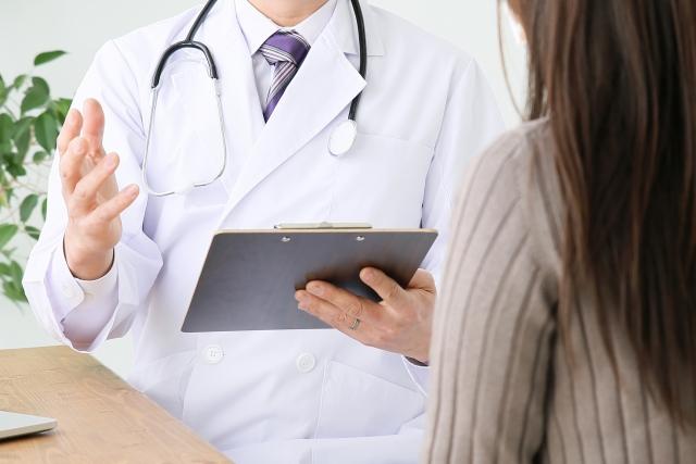 婦人科検診を受ける女性