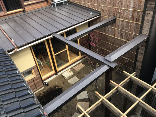 屋上から中庭.JPG