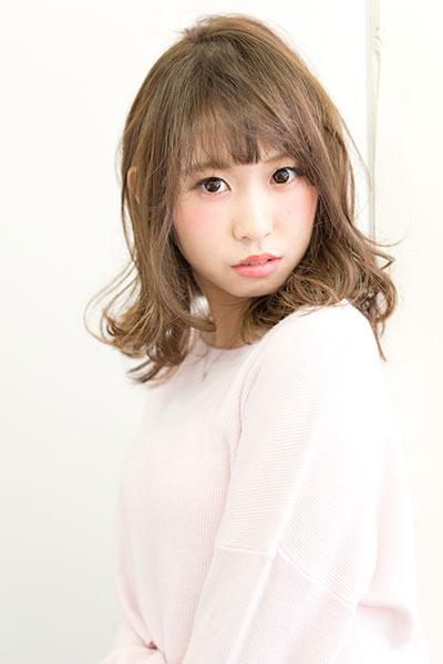 相模大野の「傷まない」縮毛矯正とカラーがオススメの美容院 | Keshiki | ミディアムのデジタルパーマスタイル