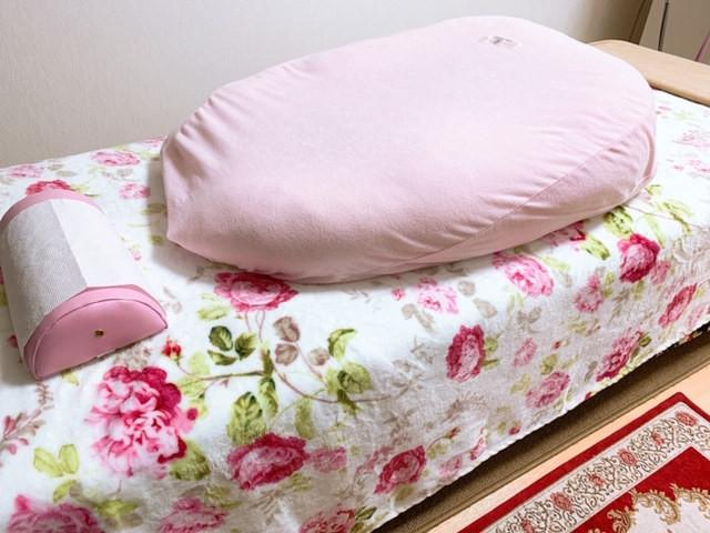 ベッドとクッション