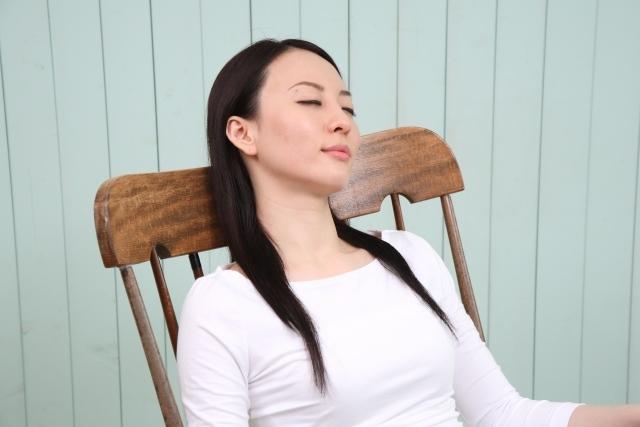 東京でヒプノセラピーを受けている女性