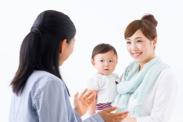 鎌倉で育児カウンセリングを受ける女性