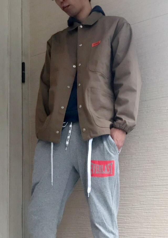 ブラウンのジャケットでクール&カジュアルに!