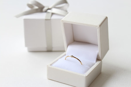 華奢なリングはプレゼント・ペアリングにもおすすめ