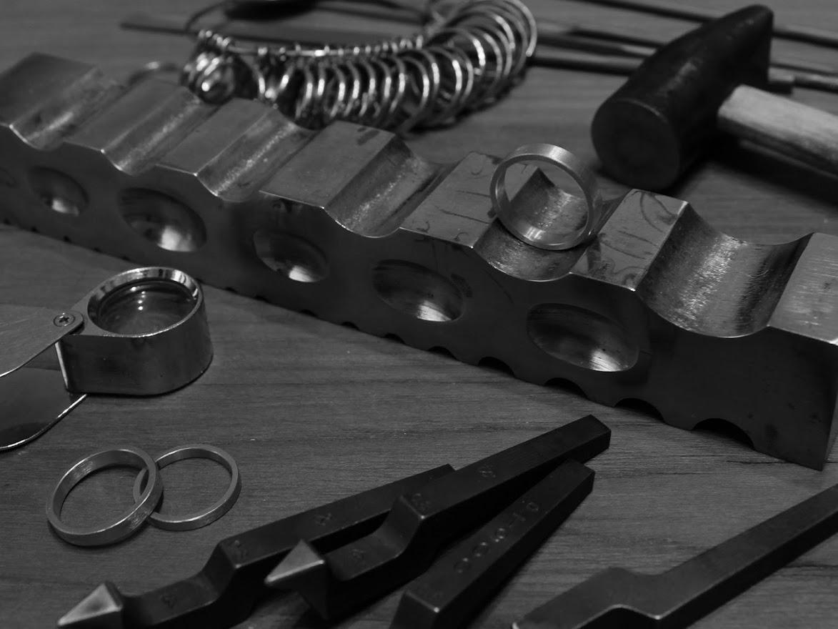 槌目のリングを取り扱う【niruc】でオンリーワンの結婚指輪・ペアリングを~刻印も可能~
