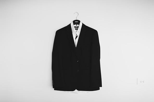 タキシードのオーダーメイド(東京)は【三服屋】でお気に入りの1着を