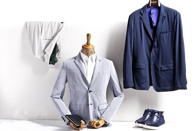 ビジネスシーンでのスーツの色選び