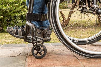 介護タクシーは車椅子・簡易ストレッチャー・点滴棒のレンタルも可能