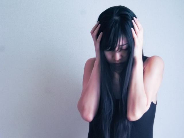 職場での人間関係で悩みを抱えやすい女性の特徴と対処法