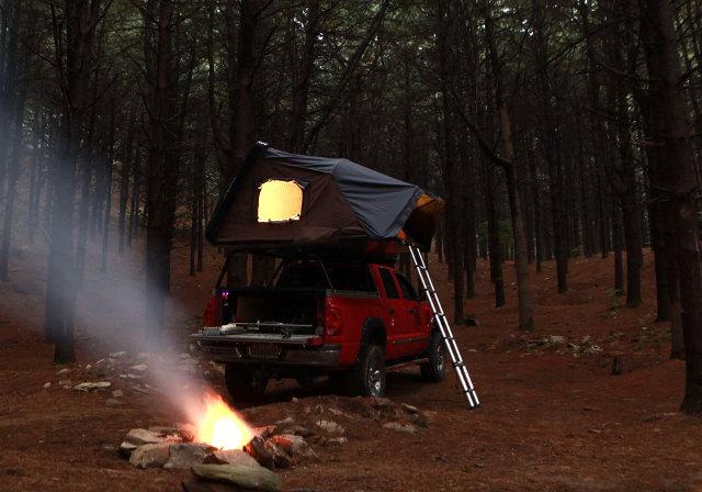 スカイキャンプは車の上に取り付けることが可能な車載型のテントです!