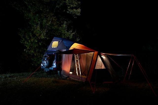 車に取り付ける車屋根テントを販売する【ウィード】
